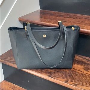 Handbags - NWOT! Tory Burch saffiano leather tote